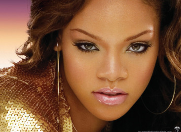 Rihanna: First Artist With Five 3 Million Selling Digital Singles