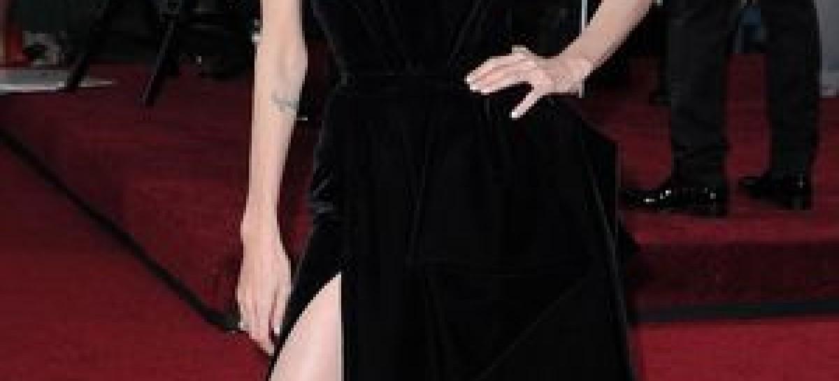 And A Meme Is Born – The Angelina Jolie #legbomb