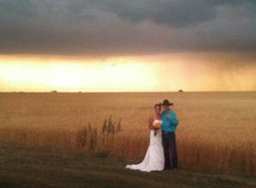 Tornado arrives as uninvited guest at Kansas wedding