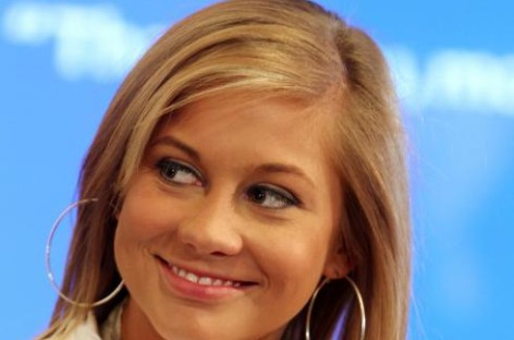 Left knee injury forces Shawn Johnson to retire