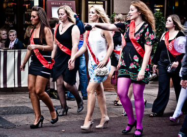How To Throw An Amazing Hen Party: Wave Goodbye To Single Life In Style