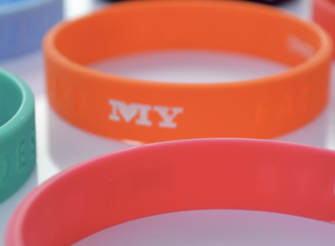 My single wristbands – advertise your relationship status!